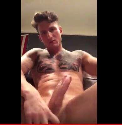 Leke Punhetando pra vale em video gay