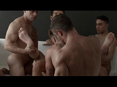 Suruba gay de novinhos dotados sem camisinha