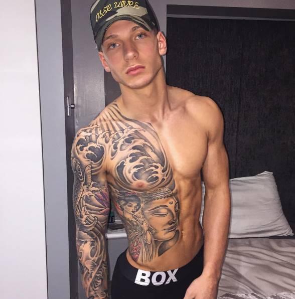 Modelo Brandon Myers de pau duro em fotos