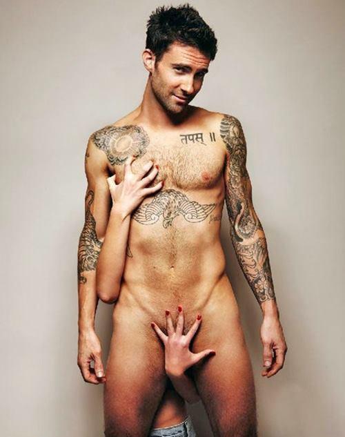 Cantor De Maroon 5, Adam Levine pelado