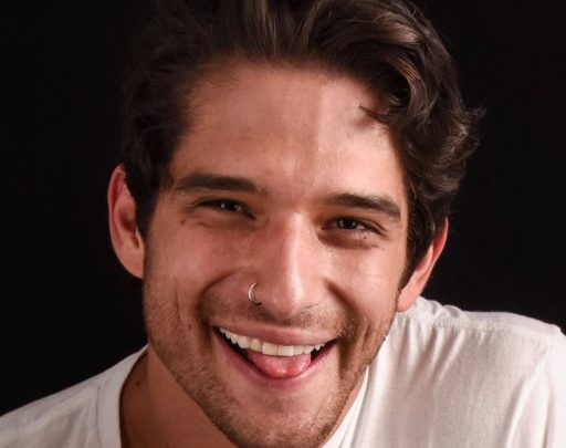 Tyler Posey pelado e bem dotado em fotos